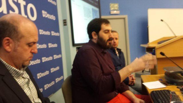 De izquierda a derecha, Alberto Ortiz de Zarate, Guillermo Gutiérrez y David González durante la charla.