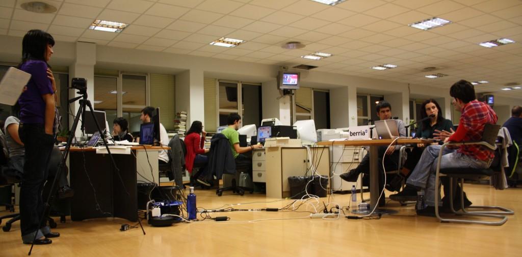 La redacción de Berria en la noche electoral