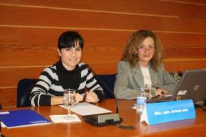Leire Arrieta y Julia Fernández antes de la ponencia