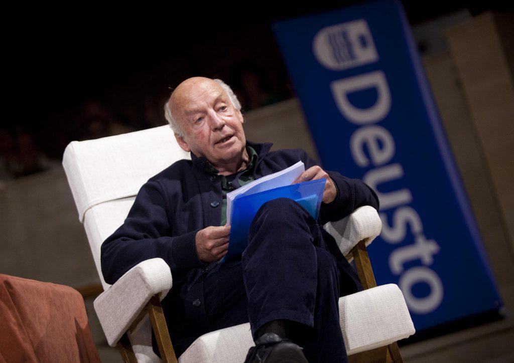 Eduardo Galeano durante su intervención en Loiola Centrum