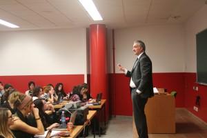 Xabier Barandiaran explicando el plan estratégico de comunicación