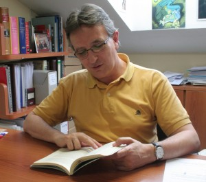 Díaz de Gereñu hojea su última obra