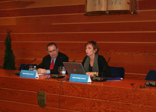 Marta Rotllán durante su intervención, junto a Manuel Harina